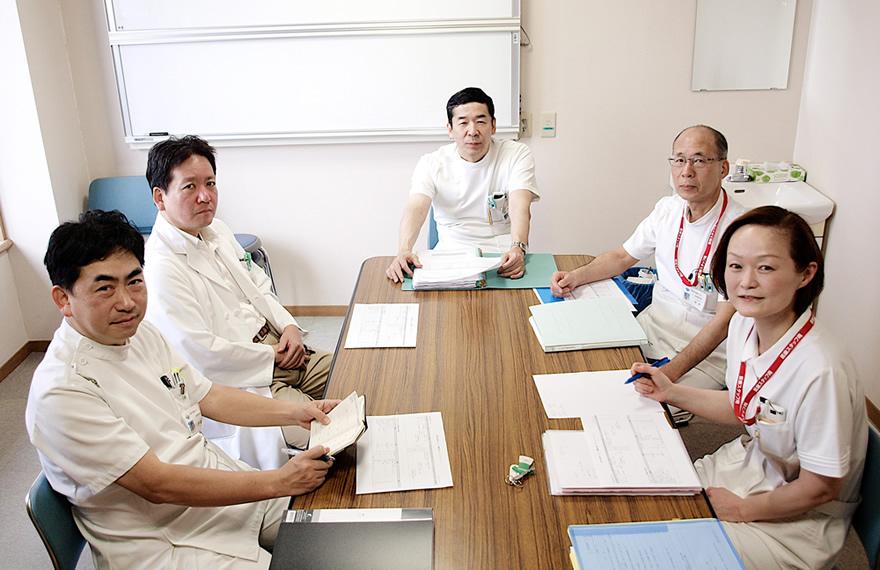 にしこうべvol.5カバー画像 がん総合診療部のメンバー写真
