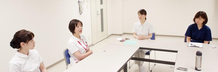 前田看護師長、岡山主任看護師、安達看護師、習田看護師