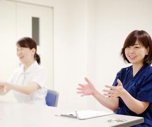 岡山主任看護師、安達看護師
