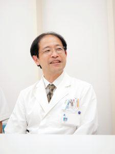 消化器外科の伊丹淳参事